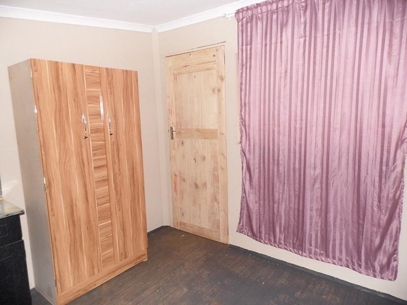 P Room inside